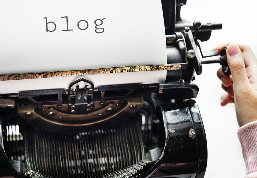 Typewriter with the word blog on the paper